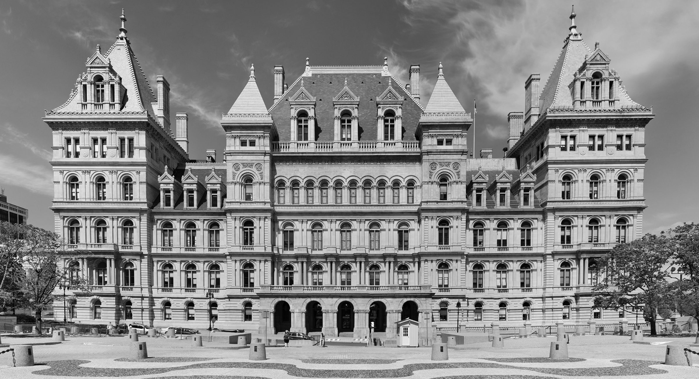 cropped-Homepage_NYSCapitol_WikiCommons_BW-1.jpg